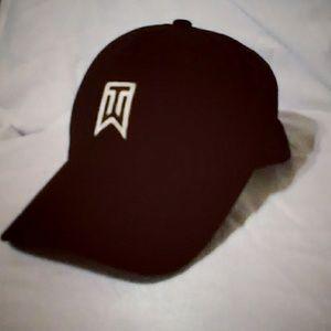 Leo un libro respirar entrega  Nike Accessories   Tiger Woods Flexfit Black Golf Hat Cap   Poshmark